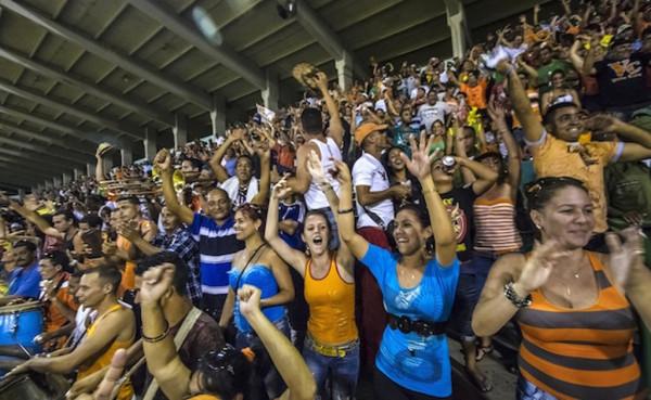 Cienfuegos-baseball-crowd1