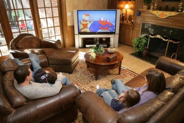 Family-Watching-TV_fa_rszd