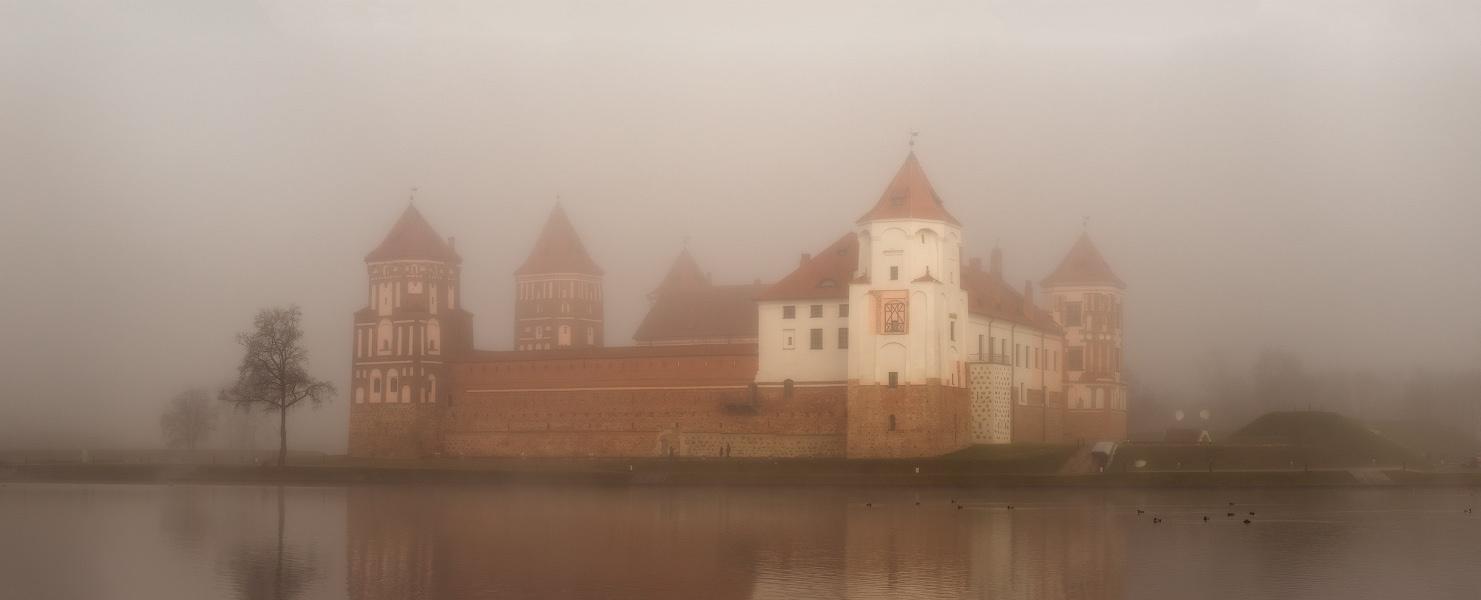 Мирский замок в ноябре