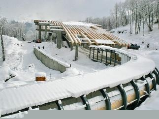От снега рушатся олимпийские объекты