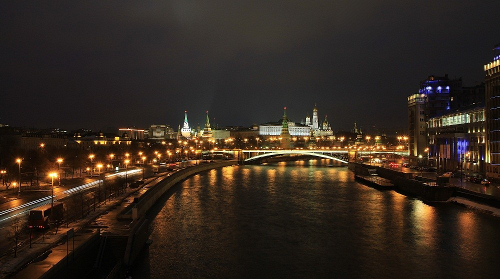 Night view of Moscow Kremlin from Patriarshy Bridge