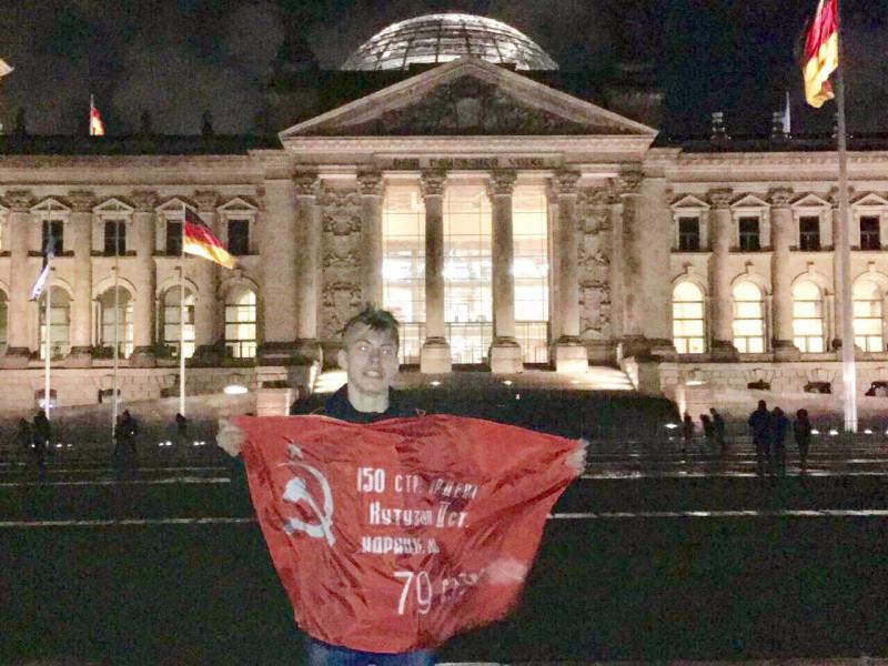 Уренгойский мальчик поднял Знамя Победы в Берлине