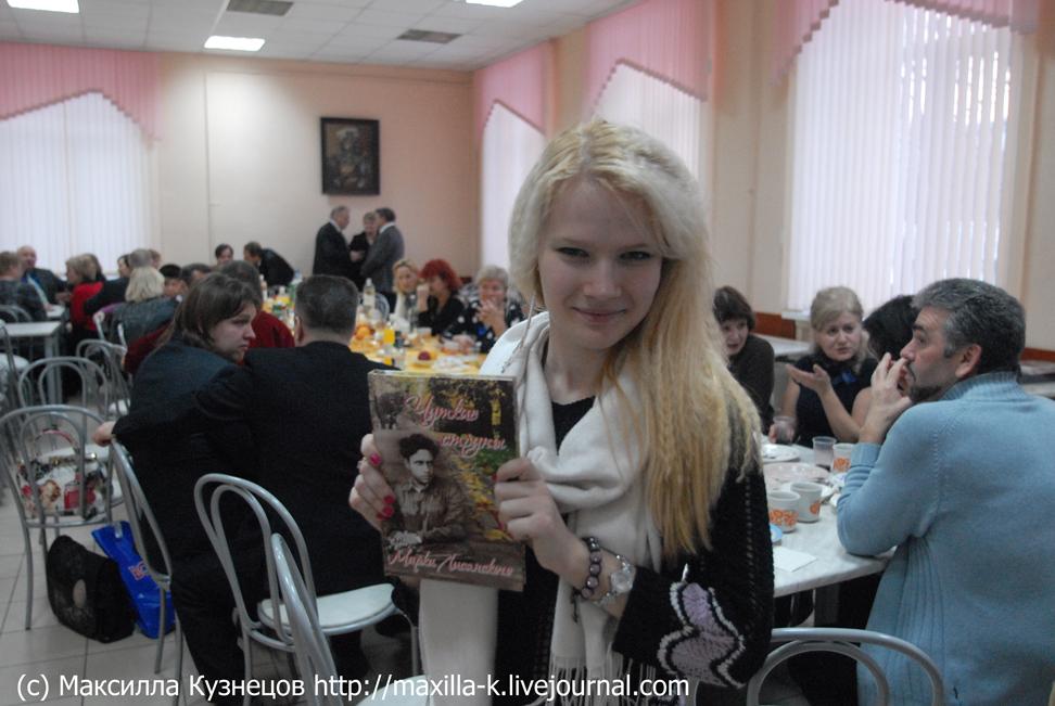 Саша с книжкой