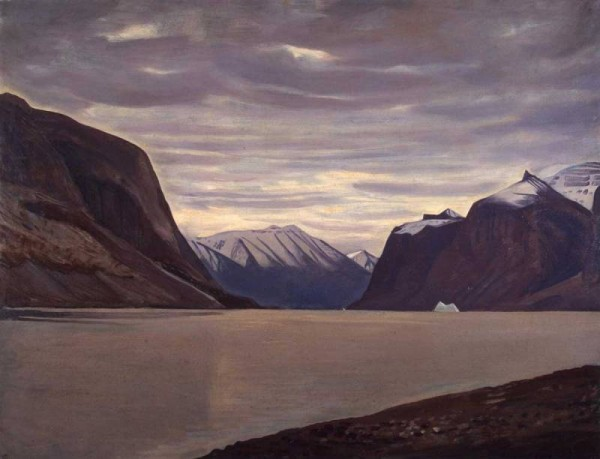 Пасмурный день. Фьорд в Северной Гренландии