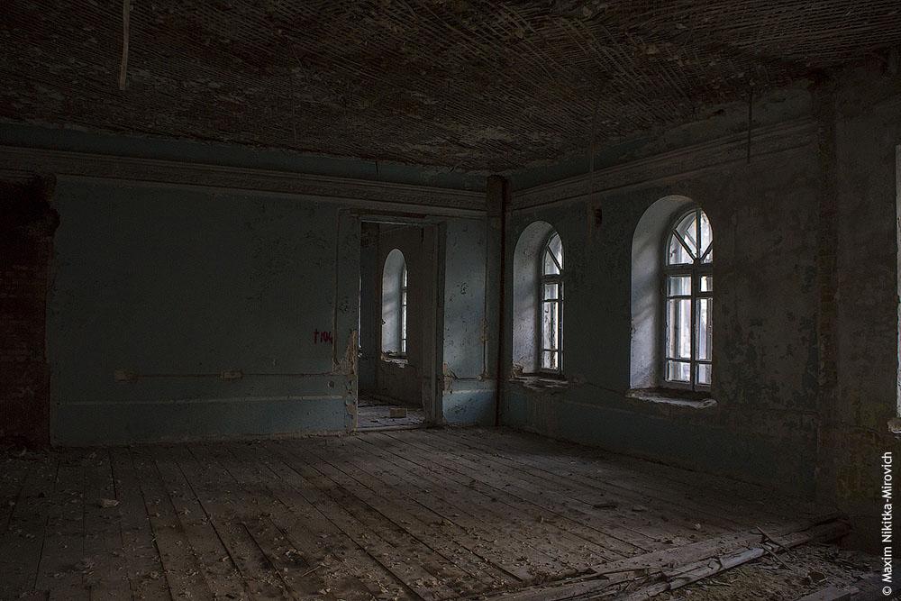 картинки заброшенного дома внутри паук