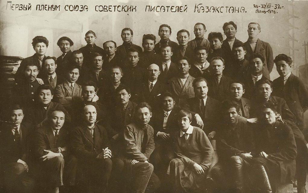 Кого можно считать советским писателем?