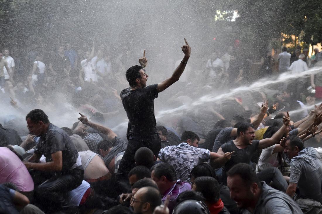 В Ереване объявили о «начале вооруженного восстания».