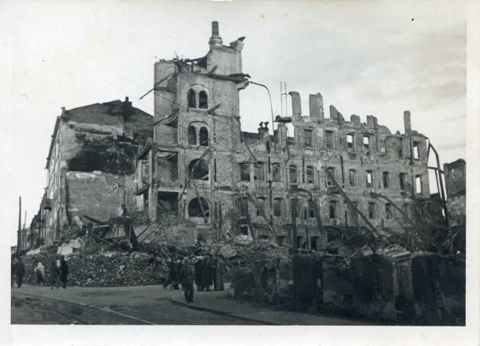 На руинах Минска.