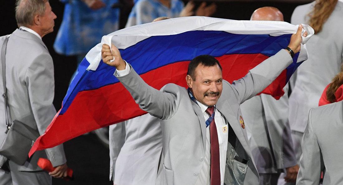 Скандал на Олимпиаде — белорус с российским флагом.