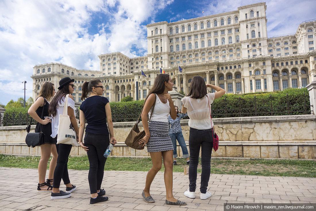 Дворец Чаушеску и руины коммунизма.