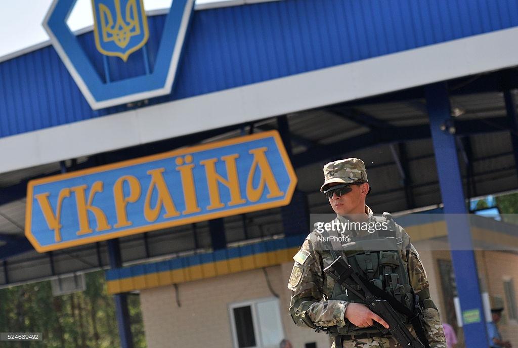 Украина — две новости про визы.
