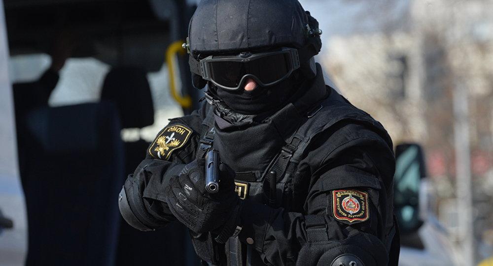 Белорусская милиция стреляет в людей.