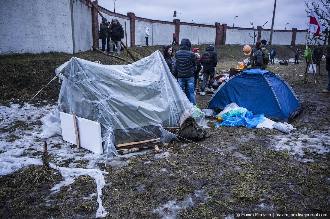 Белорусы защищают Куропаты (фото).