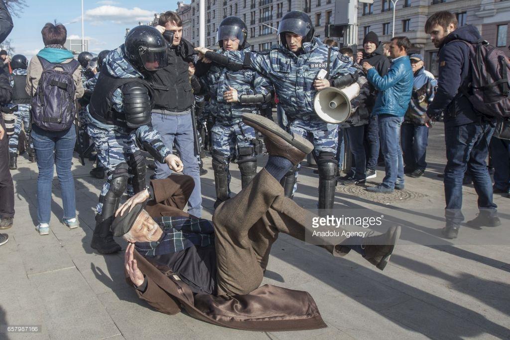 Антиправительственные протесты в России (фото).