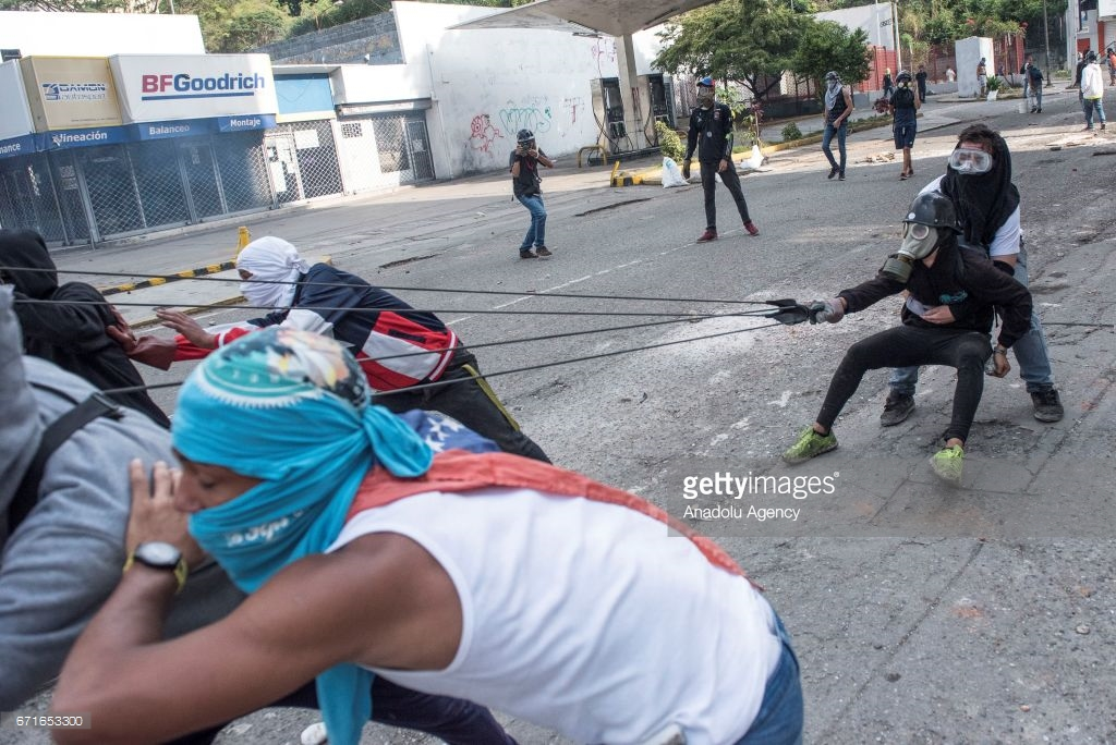 Кризис в Венесуэле разгорается (фото).