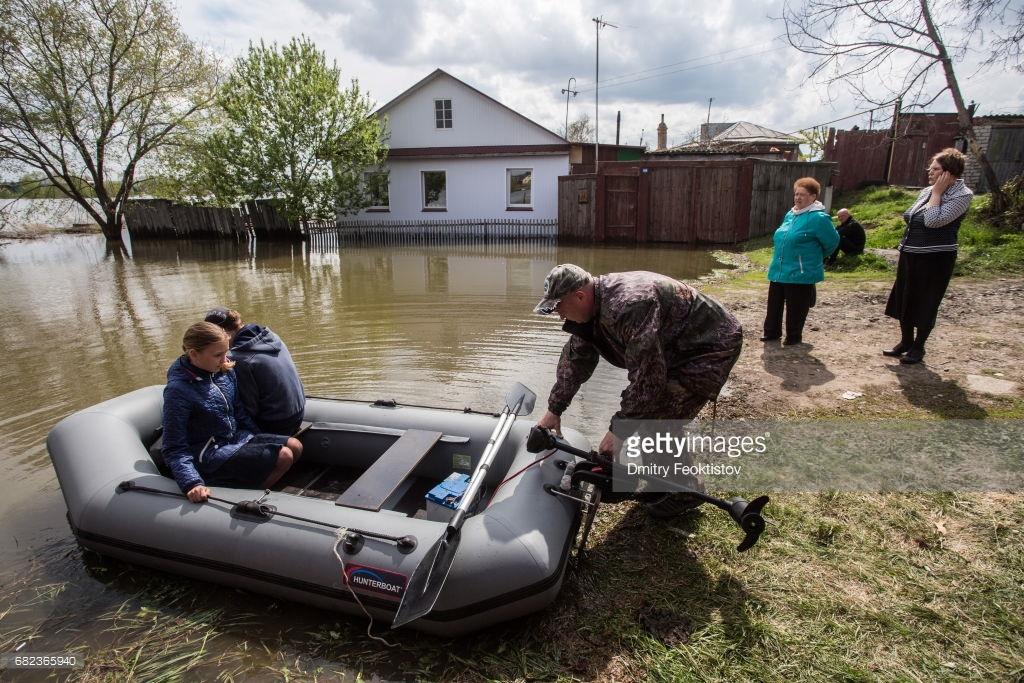 Пришла весна, Россию затопило.