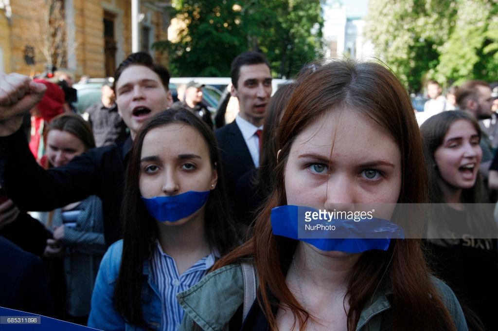Украинцы протестуют против закрытия «Вконтакте» (фото).