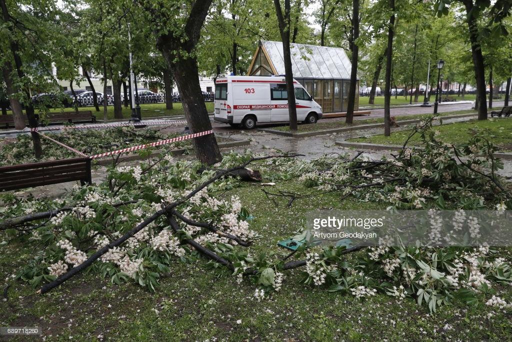 Москву сдуло ураганом (фото).