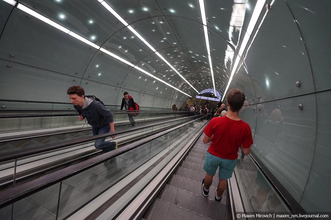 Новое и красивое метро Варшавы.