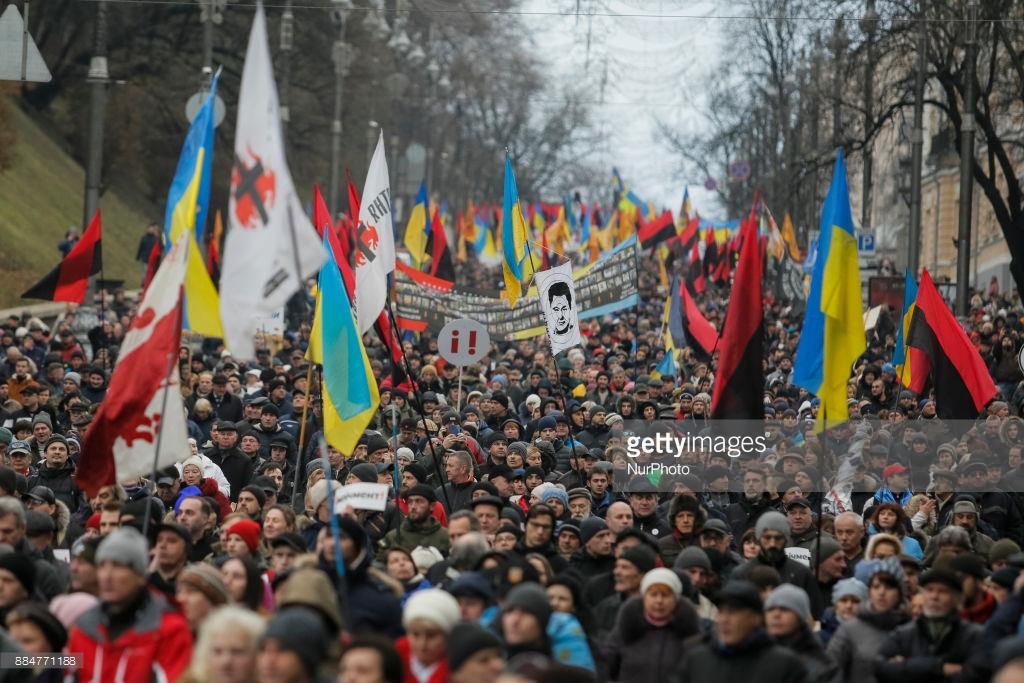 Саакашвили вывел людей против Порошенко (фото).