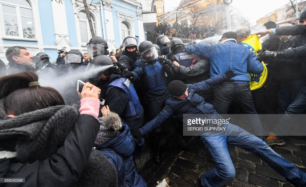 The arrest of Saakashvili online (photos, video). Saakashvili, Kiev, now, Subscribe, security forces, Right, December, roof, search, from there, applied, After, the bus, arrested, security forces, tear, this, they put, to, conducts