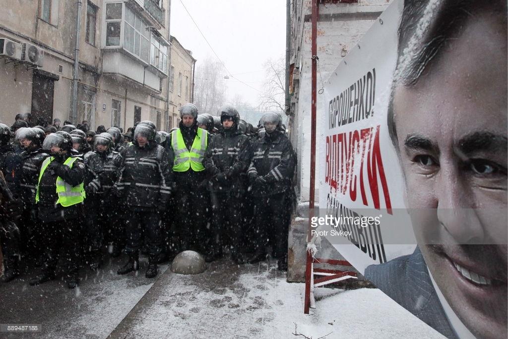 Саакашвили в суде, в Киеве протесты (фото). Саакашвили, Протестующие, Подписывайтесь, Плакат, будет, Полиция, новый, Крещатике, Колонна, здания, Сегодня, доставили, Киеве, сегодняшнего, протестующих, Порошенко, Михаила, возле, офицер, политзаключенных