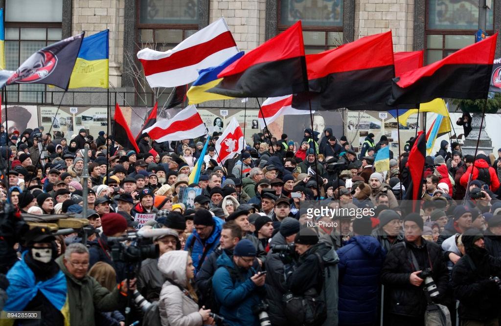 Что Саакашвили устроил вчера в Киеве. Саакашвили, Октябрьский, импичмент, Порошенко, Михаил, всего, сейчас, момент, Подписывайтесь, несколько, Толпа, майдан, лозунги, Октябрьскому, пошла, Майдана, потом, протест, слушают, годов
