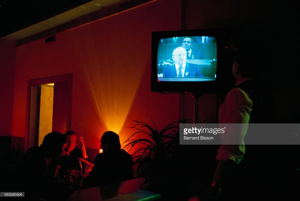 Привычки из СССР, часть вторая. многие, деньги, советских, сейчас, продолжают, между, привычке, старой, советы, будет, будущем, спать, всего, телевизору, вместо, просто, происходит, настоящем, через, часто