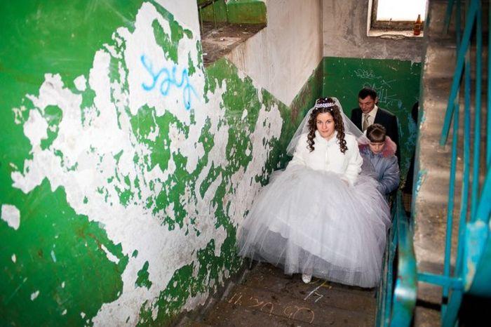 Свадебный ад. Как отмечают свадьбы в бывшем СССР. часто, невесты, после, всего, считается, свадьбы, подъезде, какойто, совершенно, родня, людей, время, друзья, будет, множество, конкурсы, смешным, образом, просто, которые
