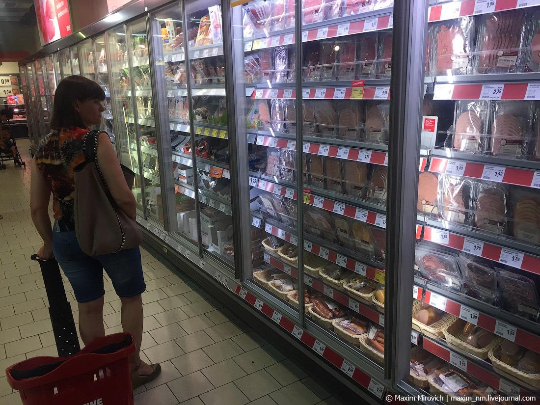 Берлин. Чем кормят на «Загнивающем Западе». вообще, очень, ассортимент, можно, сразу, Подписывайтесь, видов, наших, такой, видел, немцы, интересно, кормят, только, магазин, крупные, магазинчик, центре, города, невероятно