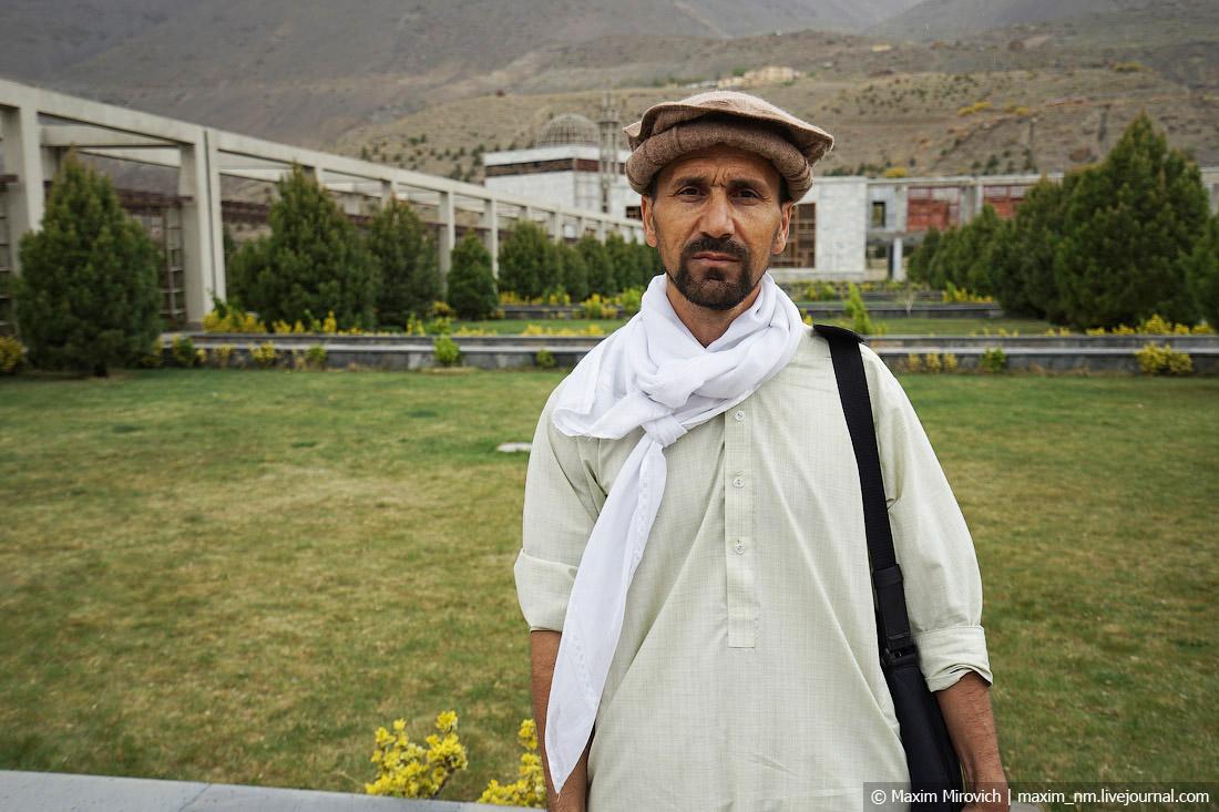 Абдула из Афганистана ищет работу.