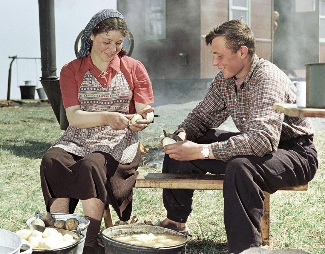 Постановочные фото жизни в СССР.
