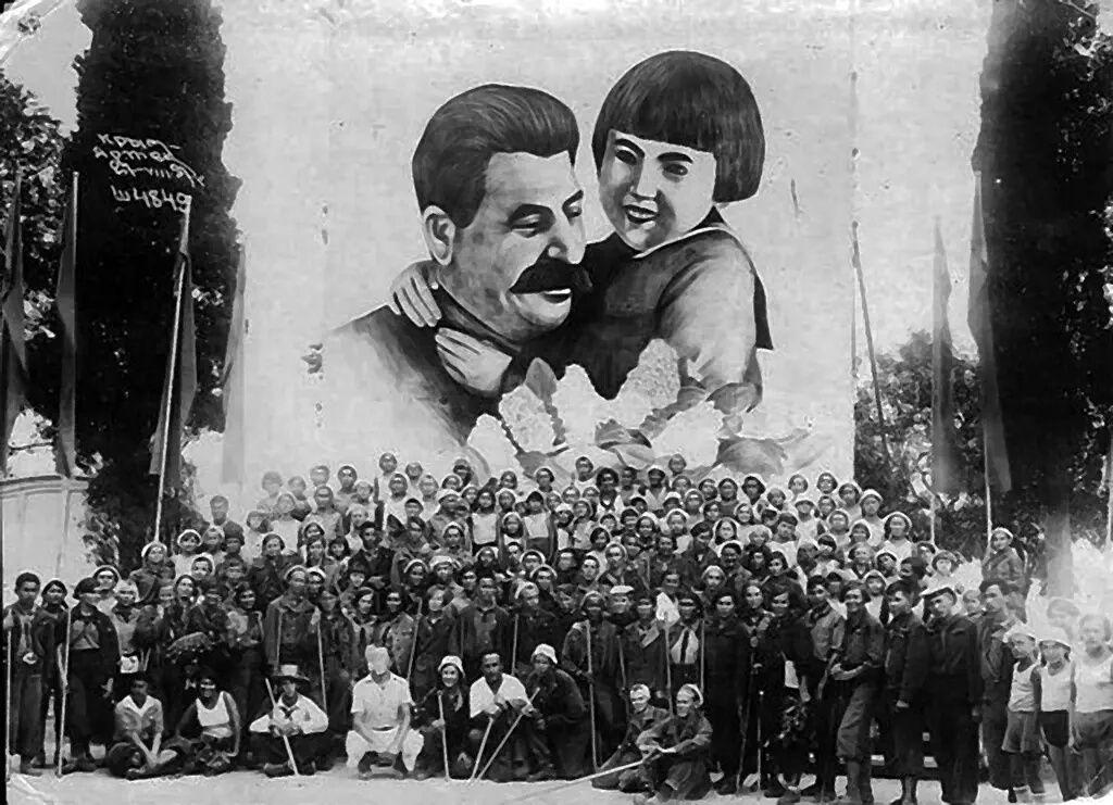 «Друг детей товарищ Сталин». Shkola.jpg