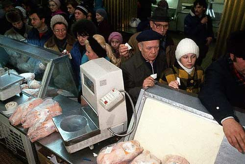 Как выглядели и чем пахли советские магазины.