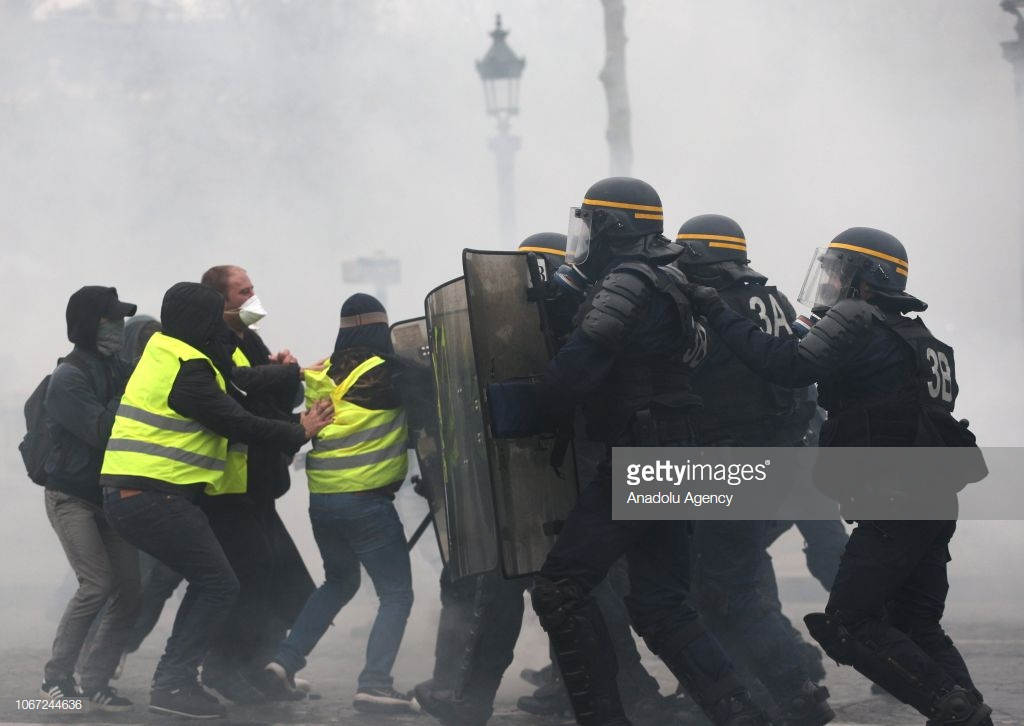 Как протестующие разгромили Париж.