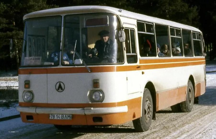 18d52aafed3d8 Большевики любят рассказывать сказки о том, что вот мол только после  революции наконец-то началось развитие общественного транспорта, а раньше  все жили как ...
