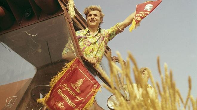"""Постановочные фото """"счастливой советской жизни"""""""