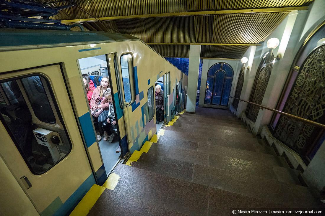 Залез под подол в метро 7