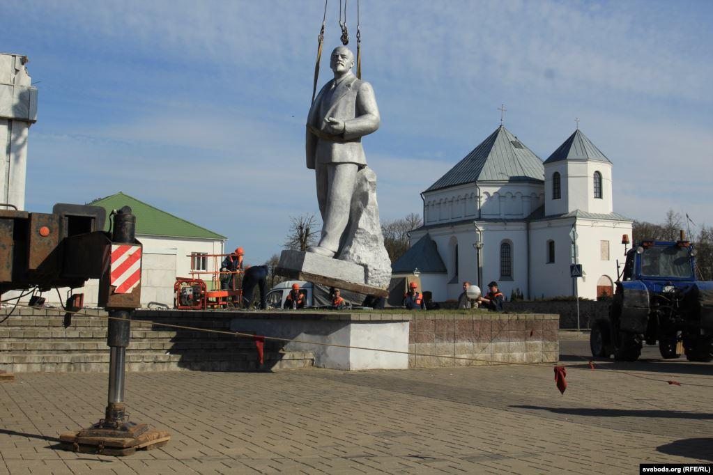 Первый пошёл! В Беларуси снесли Ленина.