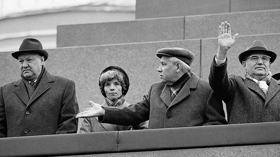 Ельцин подарил россиянам квартиры и свободу.
