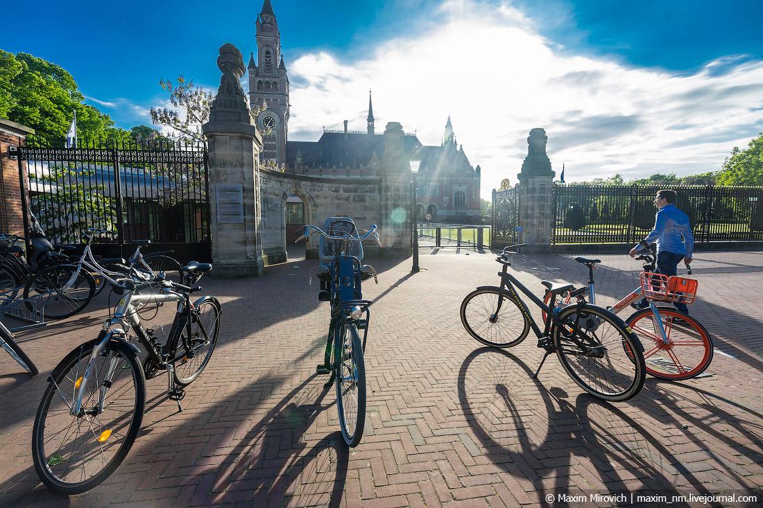Гаага — город, в котором судят диктаторов.
