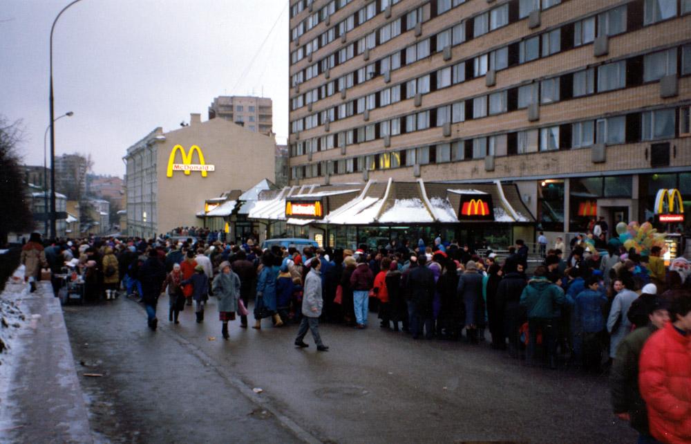 """Как в СССР стояли в очередях за """"сладкой жизнью"""""""