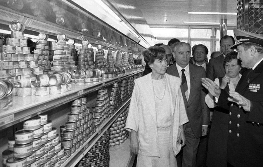 Жуткие фото магазинов в последние годы СССР. только, можно, магазины, совковых, консервов, магазинах, часто, магазин, Подписывайтесь, магазинов, советской, увидеть, какието, конкуренции, обязательно, воняло, девяностых, вроде, чтото, рыбных