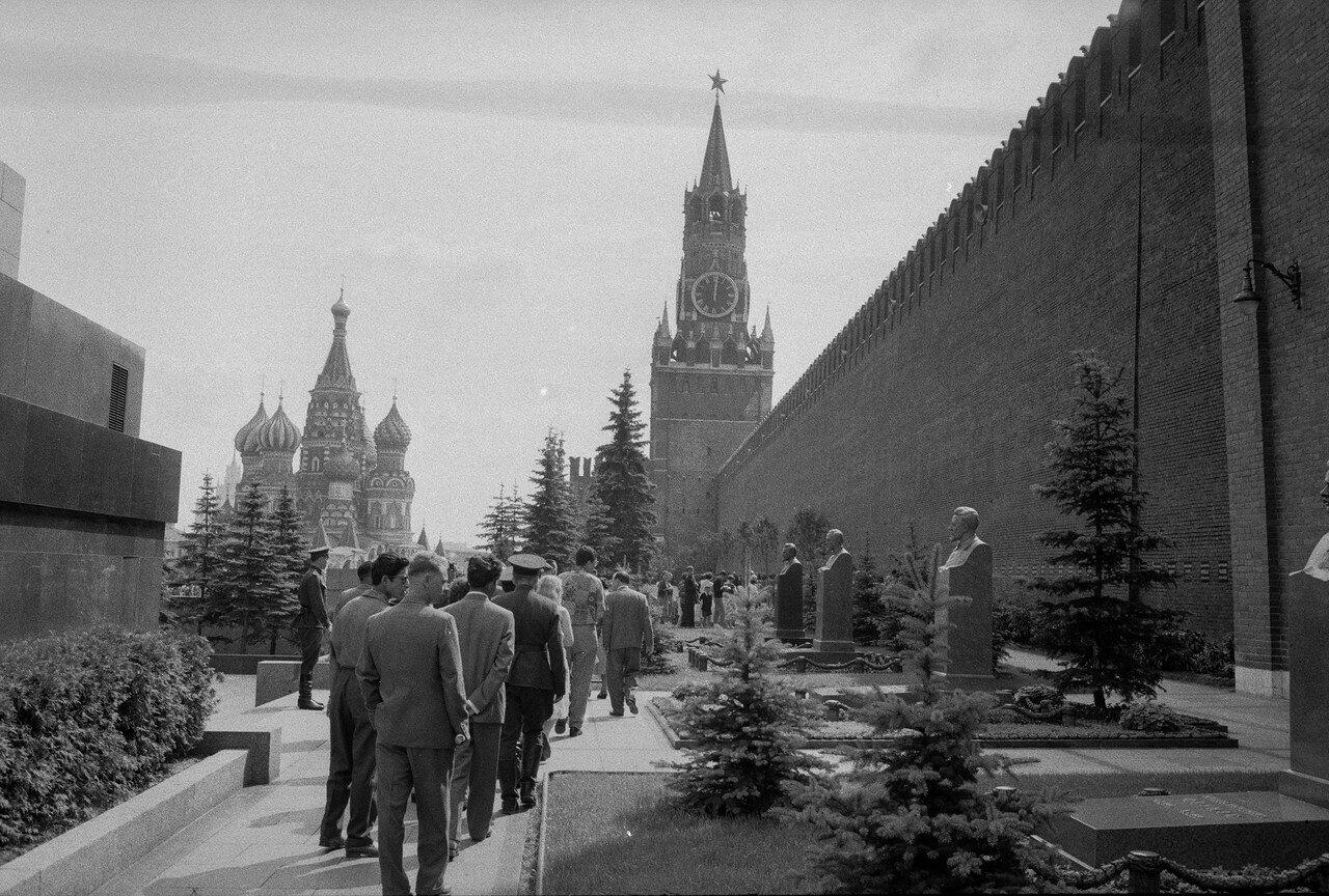 Портрет типичного советского крепостного.
