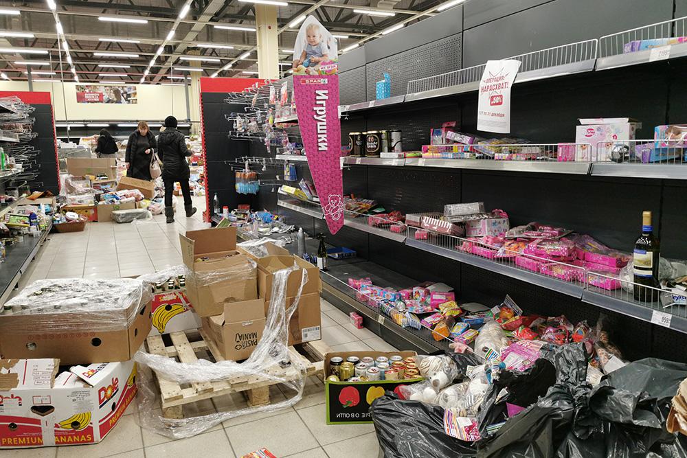 Вот и стали действовать санкции: в России закрываются гипермаркеты