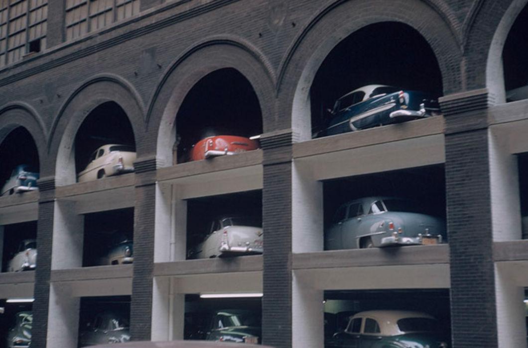 По мнению Мировича такой паркинг тоже свидетельствует о высоком уровне жизни населения. А вы думали хорошо - это когда свой домик, участок, гаражик?