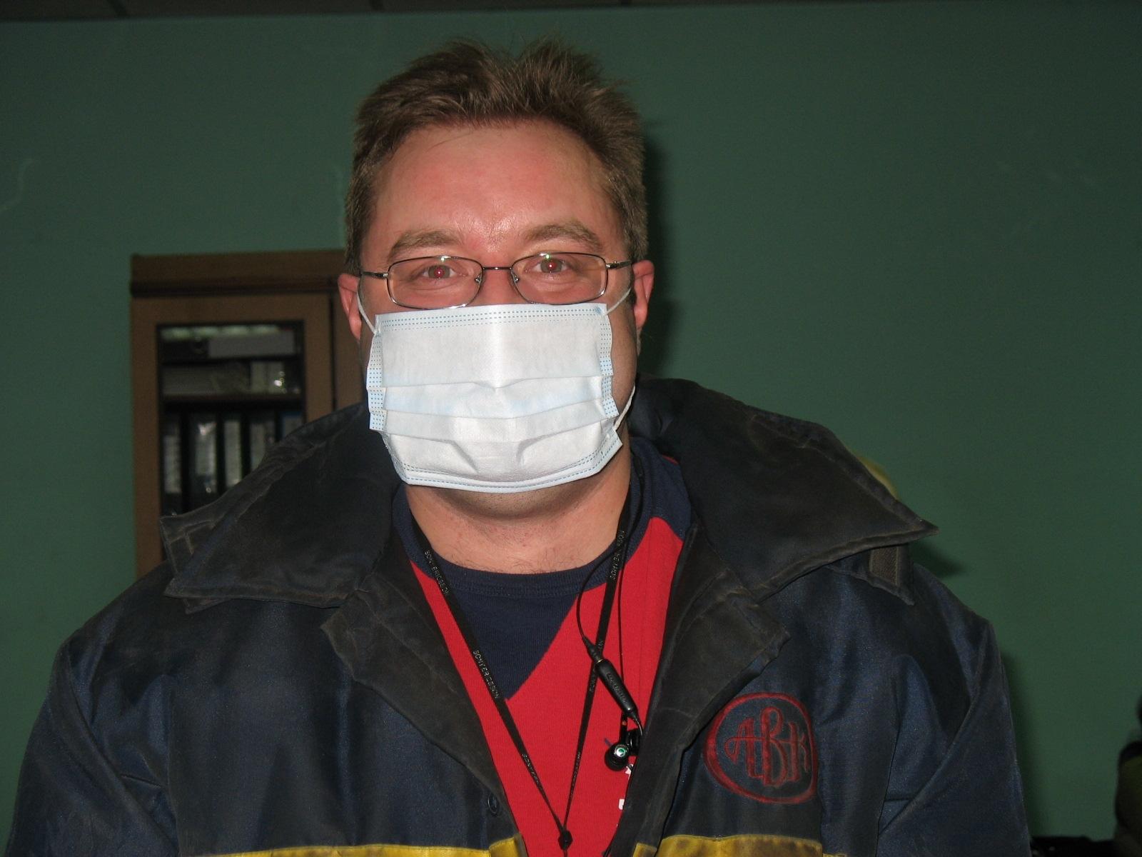 Десять лет назад, в это время на работе ходил в маске.. Думаете, из за вирусов разных, а нет, нам в склад привезли новые погрузчики, которые работали на газу. А вот об вентиляции подумали потом, и хоть как то можно было находится в складе, спасались кто чем мог. Я в маске, кто в респираторе, в общем так несколько месяцев проходили, пока вентиляцию не наладили... Вот а теперь через десять лет, вентиляции надо организовать всей планете 😁