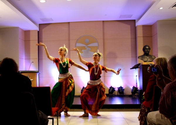 день друзей 30-07-2012 117 Индийский танец 2
