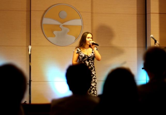 день друзей 30-07-2012 194 поёт