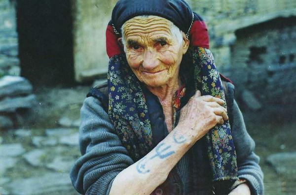Женские татуировки на Кавказе и Передней Азии